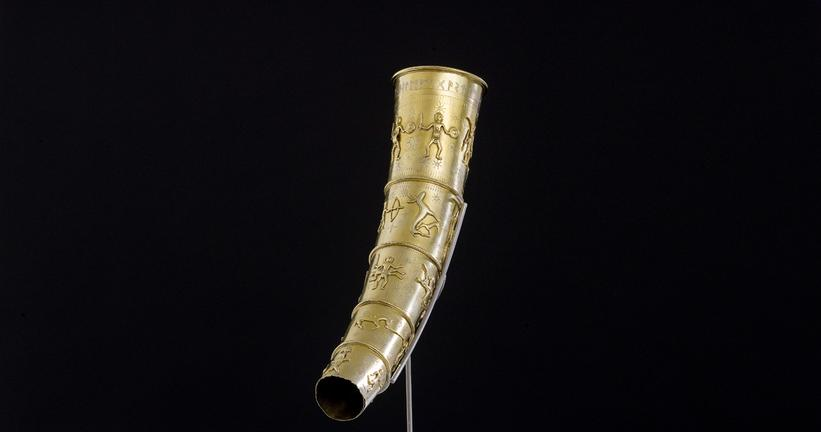 A vanished world of motifs