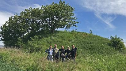The team in front of one of the Ølby mounds / Photo: Karin Margarita Frei